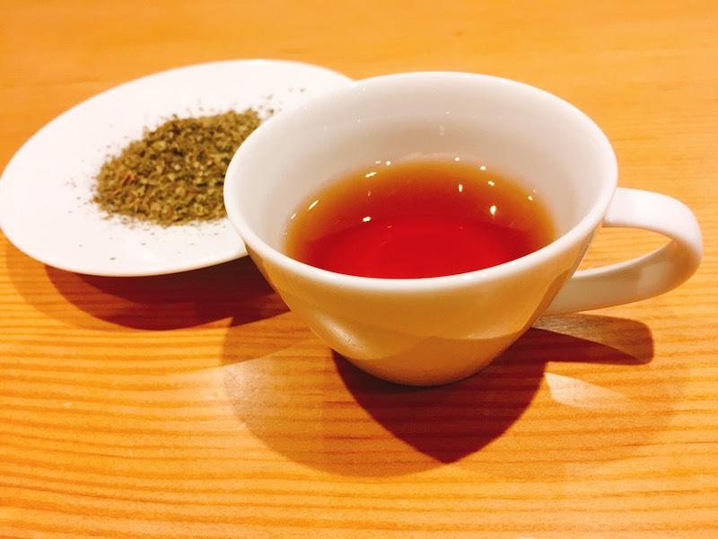 期間限定ハーブティ甜茶をご用意しております