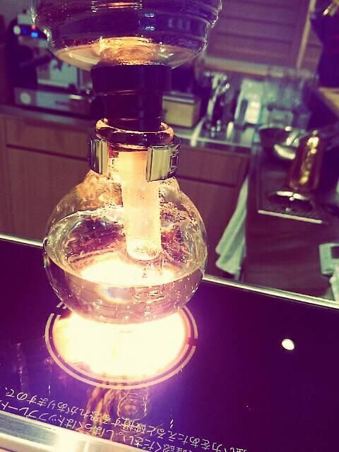 東京・両国のORI TOKYOカフェ自慢の光サイフォンコーヒー
